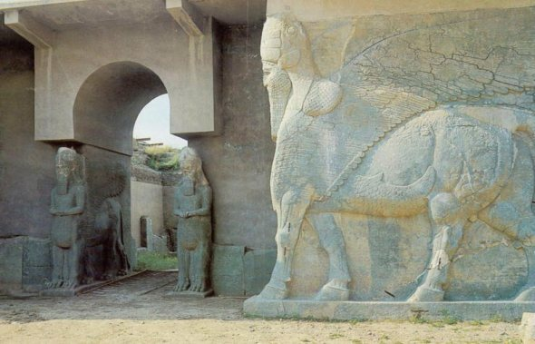 Iraq;_Nimrud_-_Assyria,_Lamassu's_Guarding_Palace_Entrance